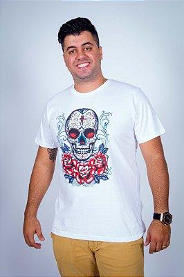 Camiseta Caveira Mexicana Cruz e Rosas