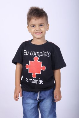 Camiseta Infantil Eu completo a Mamãe