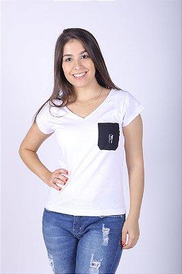 Camiseta Feminina Branca com bolso Preto
