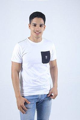 Camiseta Branca Bolso