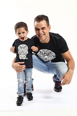 PAI E FILHO - 02 Camisetas Pretas  Com Caveiras Mexicanas [Coleção Tal Pai Tal Filho]