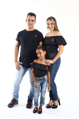PAIS E FILHOS > Kit Camiseta Long + Bodys Pretos com Rosa Bordada [Coleção Família]