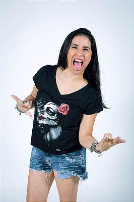 Camiseta Caveira com Rosa