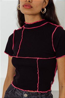 Blusa Cropped Preta Linha Pink