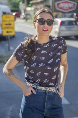Camiseta Feminina Logomania Girl Power
