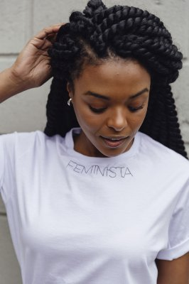 Camiseta Boyfriend Feminista Bordada Branca
