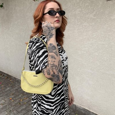 Bolsa Baguete Amarela com corrente