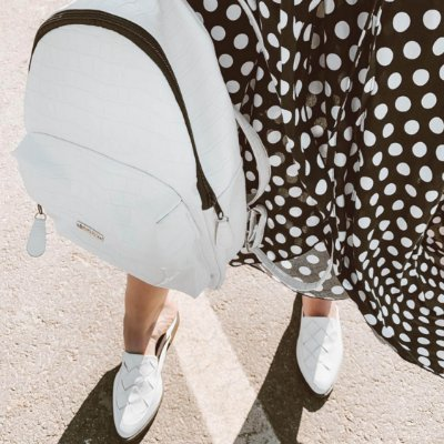 COMBO ALL WHITE: MULE  + MOCHILA CROCO