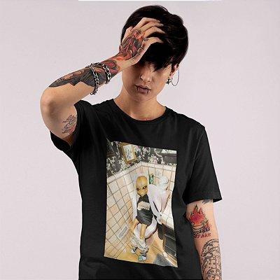 T-Shirt Preta Alien Banheiro