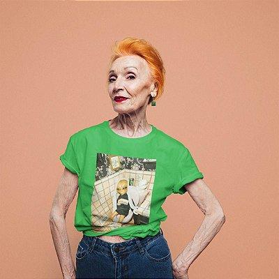 T-Shirt Verde Alien Banheiro