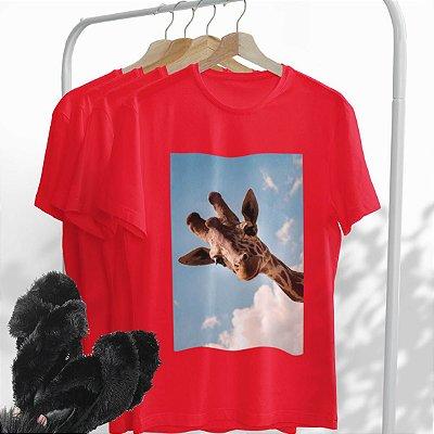 Combo Girafa: Uma T-shirt Vermelha + Chinelo peluciado