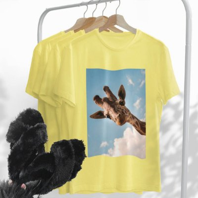 Combo Girafa: Uma T-shirt Amarela + Chinelo peluciado