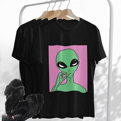 Combo Alien: Uma T-shirt Preta + Chinelo peluciado