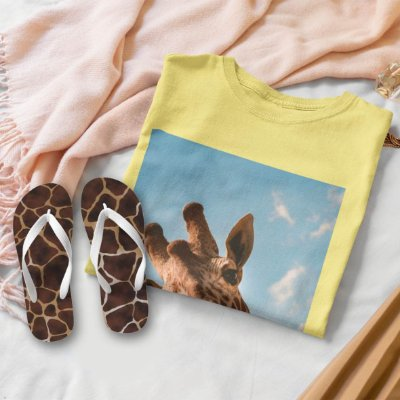 Combo Girafa: T-shirt Amarela + Chinelo de dedo
