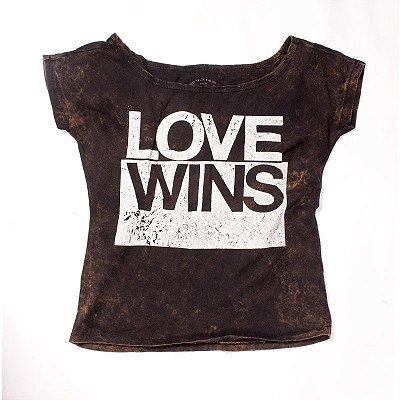 CAMISETA FEMININA LOVE WINS LAVADA