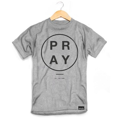 CAMISETA MASCULINA PRAY ALL CINZA