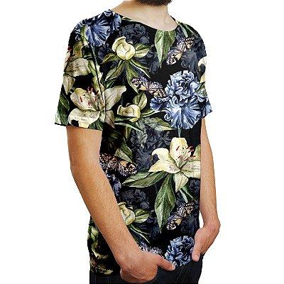 Camiseta Masculina Floral Íris e Borboletas Estampa Digital