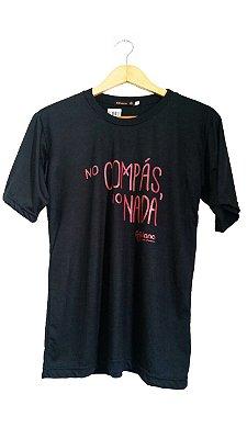 Camiseta No Compás Preta