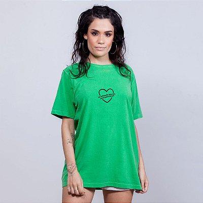 Camiseta Estonada Suas Pariceiras Coração Verde