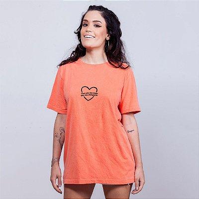 Camiseta Estonada Sua Obrigação Coração Laranja