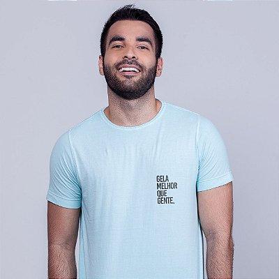 Camiseta Estonada Gela melhor que gente Azul Madeiro