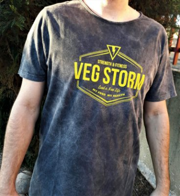 Camiseta masculina malha estonada com estampa amarela