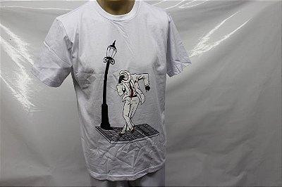 Camiseta Zé Pelintra no poste