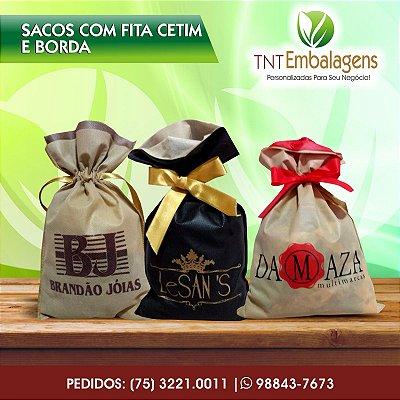 SACOS DE TNT PARA PRESENTE COM FITA CETIM E BORDA - (SEM LATERAL) - TNT EMBALAGENS