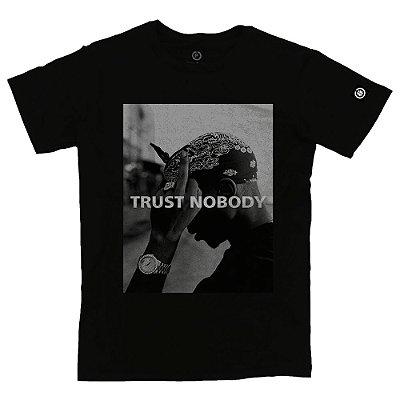 Camiseta Masculina Trust Nobody