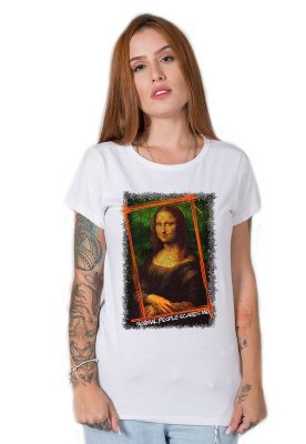 Camiseta Feminina Normal People Scares Me
