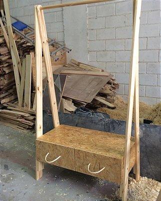 Arara / cabideiro de madeira com base de OSB - venda e locação