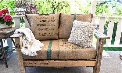 Banco ou sofá de Lona Café do Brasil em palete