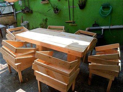 Conjunto mesa e poltronas de pallet