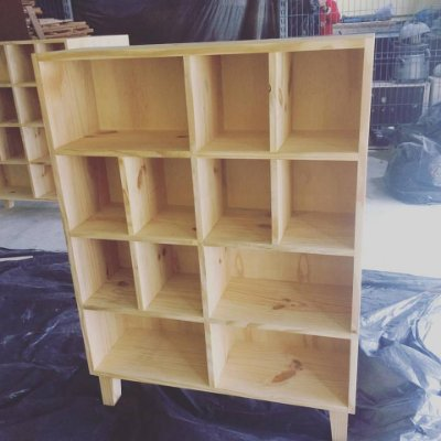 Escaninho / armário / estante de Pinus