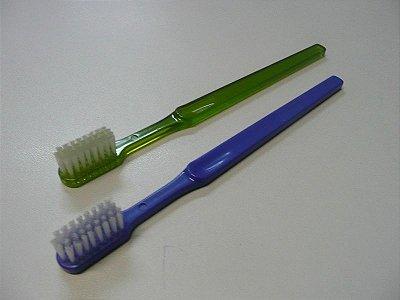 Escova Dental Adulto Ultra 2000