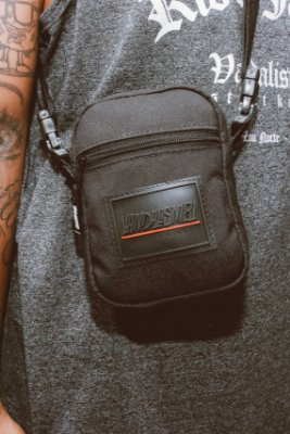 SHOULDER BAG VANDALISM81 REDLINE18 BLACK