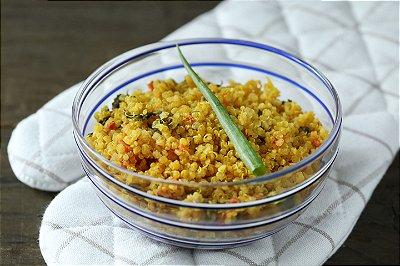 Risoto de quinua com rúcula e especiarias