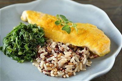 Peito de frango ao molho mostarda, arroz sete cereais e couve refogada