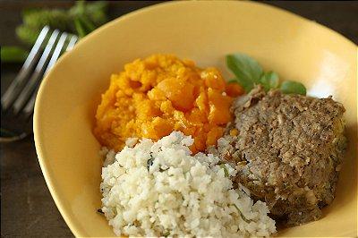 Kibe de Abobrinha e Berinjela com arroz de couve flor e purê de abóbora
