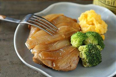Sobrecoxa grelhada, creme de milho light e brócolis alho e óleo