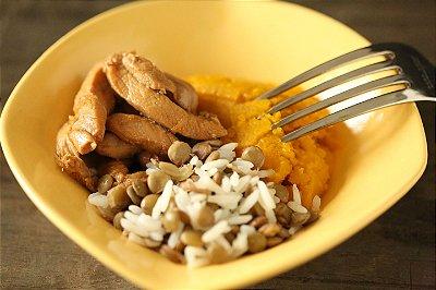 Iscas Douradas, arroz com lentilhas e purê de abóbora