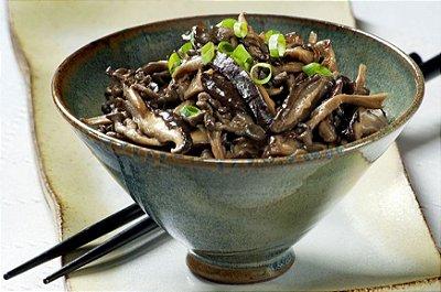 Mix de cogumelos, lentilhas salteadas e beterraba
