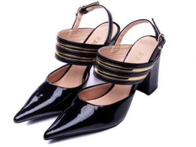 Sapato Scarpin Verniz Preto com listras Dourado