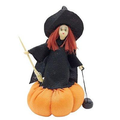 Bruxa em Pé na Abóbora