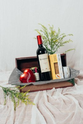 Cesta Vinho e Chocolate de Coração