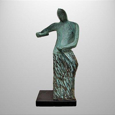 """""""Aprendiz/ cinzelador"""" - Escultura em bronze patinado 35 cm"""
