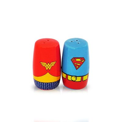 Saleiro e Pimenteiro - Wonder Woman & Superman logo