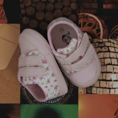 Sapatinho de Bebê 2 Tiras e Velcro - Rosa Floral - Turma do Pé
