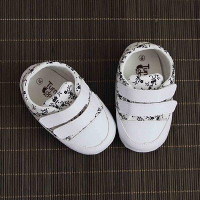 Sapatinho de Bebê 2 Tiras e Velcro - Branco Floral Preto - Turma do Pé
