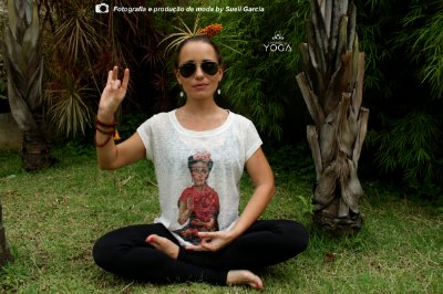 Camiseta Summer Yoga Frida Kahlo